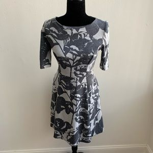 Vince Camuto Gray Floral Short Sleeve Dress Size 2